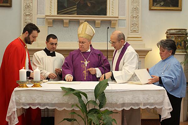 Foto della firma del vescovo dello statuto della Confraternita del SS Sacramento in Villa Pitignano